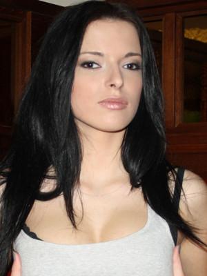 Karlie Larisa